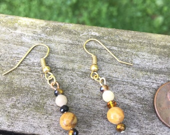 Flower stone and sparkle earrings