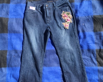 Upcycled Cropped Jeans Floral Embroidery