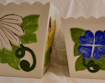 Set of 2 Vintage Flowerpots