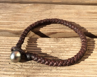 Tahitian pearl on leather man bracelet