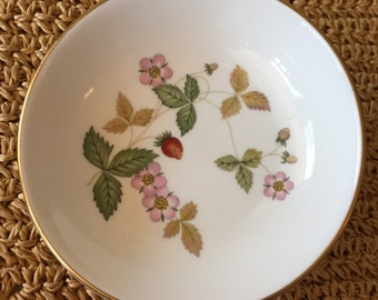 Wedgwood Wild Strawberry Dish