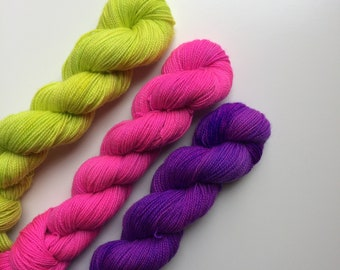 Hand dyed sock yarn.High colour,  High-twist BFL 50g. In Neon, BFL is a British breed.