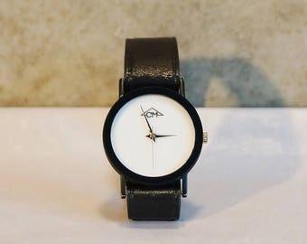 Mechanical wrist watch. Manufacturer cm. purist. Genuine Leather bracelet black. 80s-90s. Late century. Very elegant. Gift.