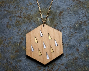 Wooden necklace, rain drop pattern, wood hexagon shape, natural jewel, long metal chain, gold color, woman boho chic earthy delicate jewelry