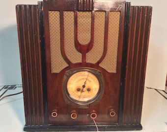 Rare Antique Truetone  Tombstone Radio with Series 7D Chassis