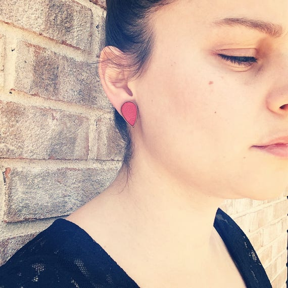 """Post earrings / studs - red leather - model """"KALI"""" al. HOLi metal drops / / graphic / / chic / / wedding / / ceremony"""