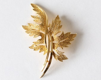 Vintage Goldtone Leaves  Trifari Brooch