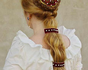 Lucrezia - medieval hairpiece set (1 chignon with pearl snood and 2 pearl decorated velvet clips)