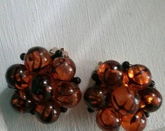 Lovely flowered amber colored with black fleck clip earrings from the 1960s clip earrings, lucite, flower power, wedding, Vintage jewelry