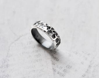 Vintage Moon Crater Band Ring - 925 sterling silver textured oxidized patina finish - Size 5.75 stacking ring