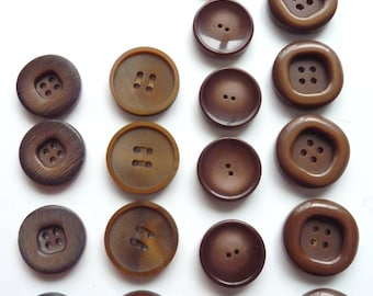 Different sets of 4 or 6 large round Brown 4 hole buttons, 2.6 cm diameter at 3 cm