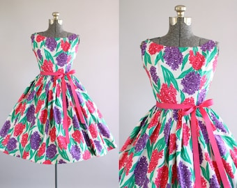Vintage 1950s Dress / 50s Cotton Dress / Fuchsia Pink and Purple Hydrangea Print Dress S
