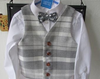 Boys waistcoat white and grey fully lined.  Age 4/5