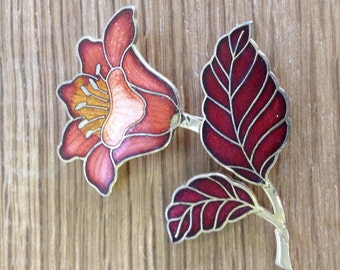 Vintage Enamel Flower Scarf Brooch / Lapel Pin Badge. In good condition
