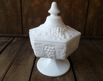 Beautiful Milk Glass Covered Pedestal Candy Dish Grapes