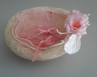 Natural pink nest ring holder