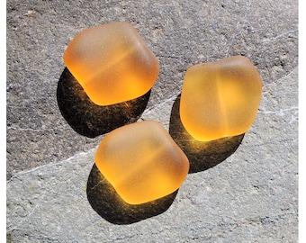 Perles carrées plates cultured sea glass, nuggets carrés, verre recyclé, Desert gold, 18x17mm, 6 pièces