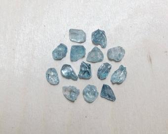 Small heated rough blue zircon, raw zircon lot // B*3360