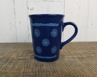 Vintage Daisy Flower Mug / Periwinkle on Royal Blue Coffee Cup / Retro Rustic Farmhouse Gift  / Made in England / Country Garden Decor