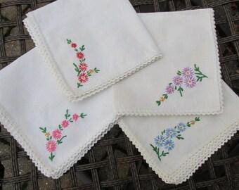 Napkins - Set of 4 - Embroidered - Serviettes - Floral - Vintage