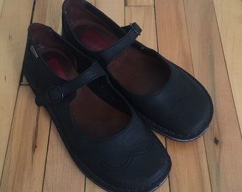 Vintage 1990s Women's Black Leather Clarks Mary Jane Janes Dress Shoes! Size 7.5