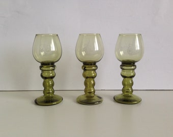 Vintage drinking glasses - Set of 3 Sherry Glasses - Colored glasses - beautiful glasses - Champagne glasses