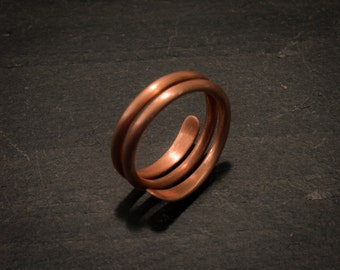 Hammered and adjustable copper ring / band
