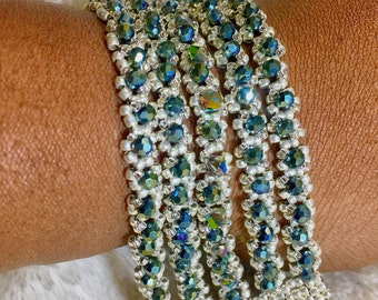 Beaded bracelet with snap closure