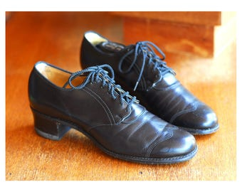 vintage 1940s shoes / 40s black leather oxfords / size 9 AA 8.5