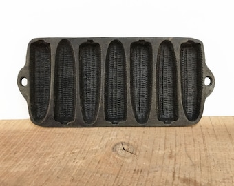 Vintage Cast Iron Corn Bread Pan//Corn Bread Mold