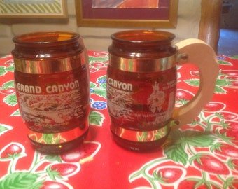 Vintage pair of Grand Canyon souvenir amber glass beer mugs with wooden handles- Siesta Ware