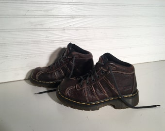 Dr. Martens Brown industrial vintage 5 lace up shoes Air cushion sole size 4 US doctor doc platform laces grunge preppy worker sturdy