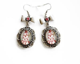 Of greedy earrings - bow and silver filigree cake