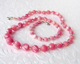 Vintage Pink Shell Graduated Beaded Necklace Coral Colored MOP Mother Of Pearl Beads Costume Jewelry Boho Festival Chic Bride Beach Wedding