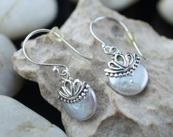 STERLING 925 Vintage Art Deco Pierced Earrings Dangling Shell  pearl tone carved Earrings st204