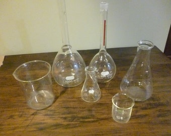 6 Piece grouping of Vintage Pyrex and other Lab Ware