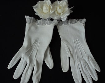 Beautiful French vintage girl's white gloves (06079)