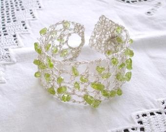 Boho Hochzeit Armband, gehäkelt grün Peridot Edelstein Sommer Bridal Jewelry, Lace Silber, August Geburtssteine, Geschenk, Brautjungfer Brautjungfern