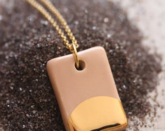Gold Luster Pendant Necklace in Pale Peach