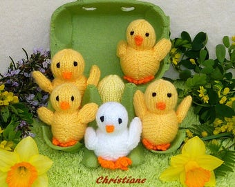 Easter: Five chicks from hatch - knitting chicks