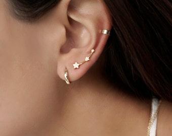 Star ear climber - Gold Ear climber - Dainty ear climbers - Minimalist earrings - Minimalist ear climber - Ear climber gold