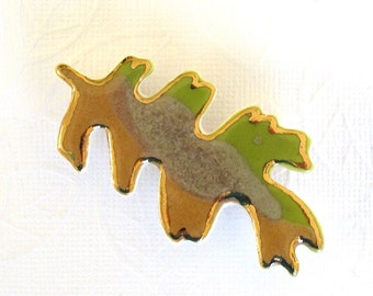 Oak Leaf Brooch. Olive Green. Greenery. Amber Gold. Sandy Tan. Ceramic. 22K Gold. Porcelain Clay. Yellow-Green. Saffron. Lime Green. Beige