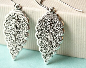 Vintage Style Leaf Earrings - Silver - Surgical Steel