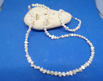 Set of necklace and bracelet with freshwater pearls