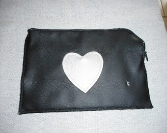 "Silver plate ""surprise"" pouch black grey heart"