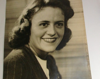 Vintage Photograph, Young Woman Picture, Mid Century, 1940's  (9247)