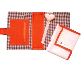 Kit Vichy: broche para chupete + bolsa pañales y toallitas + cambiador