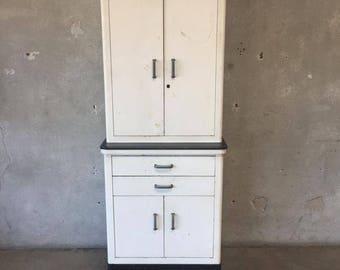Vintage Medical Cabinet (EUSJCY)