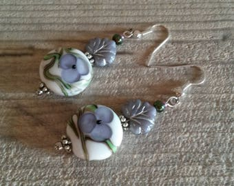 Earrings romantic style, white and purple flower Lampwork Glass, refined and original gift for woman