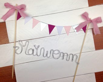 Cake topper flags with name of silver aluminium wire, size 25 x 21cm. Customizable upon request!